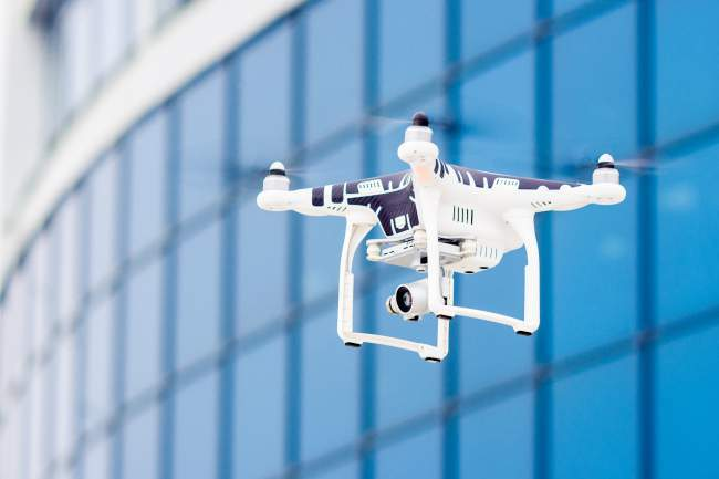 Drone that inspects constructions