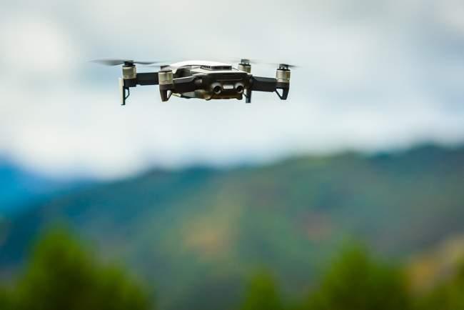 Drones should use license plates